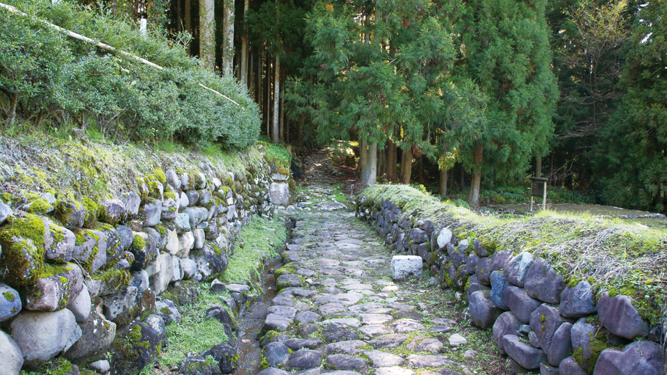 Heisenji Hakusan shrine and stone pavement of the medieval period